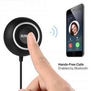 AVANTEK BC-L6 KFZ Freisprecheinrichtung mit Bluetooth 4.0, eingebautes Mikrofon und zwei USB Ladeanschlüsse für das Smartphone. Die Avantek Freisprechanlage unterstützt die Siri Sprachsteuerung.