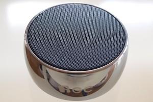 iEC Mini Bluetooth Lautsprecher aus reinem Edelstahl für Smartphone, Tablet und PC
