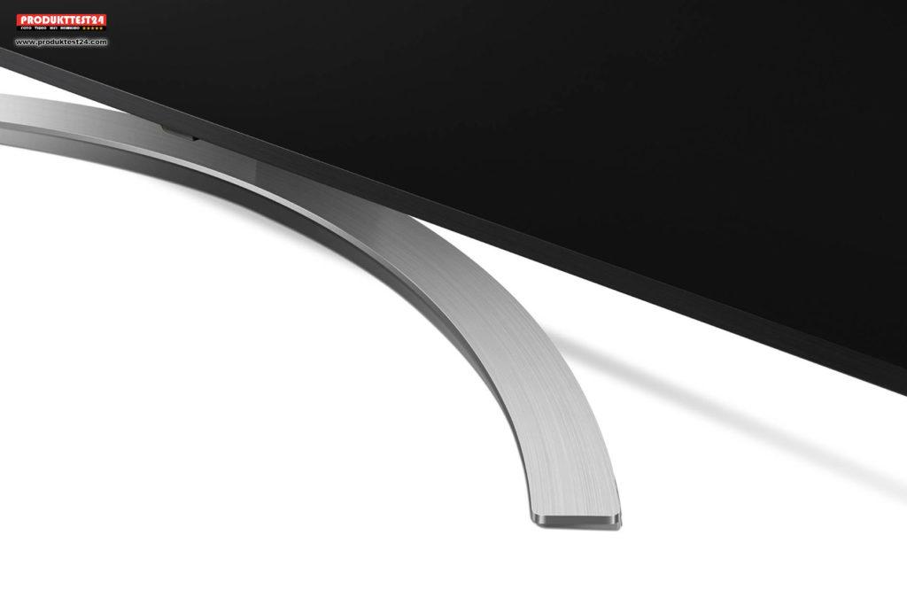 LG 65SM8600 - Gebogener Standfuß in gebürsteter Aluminiumoptik