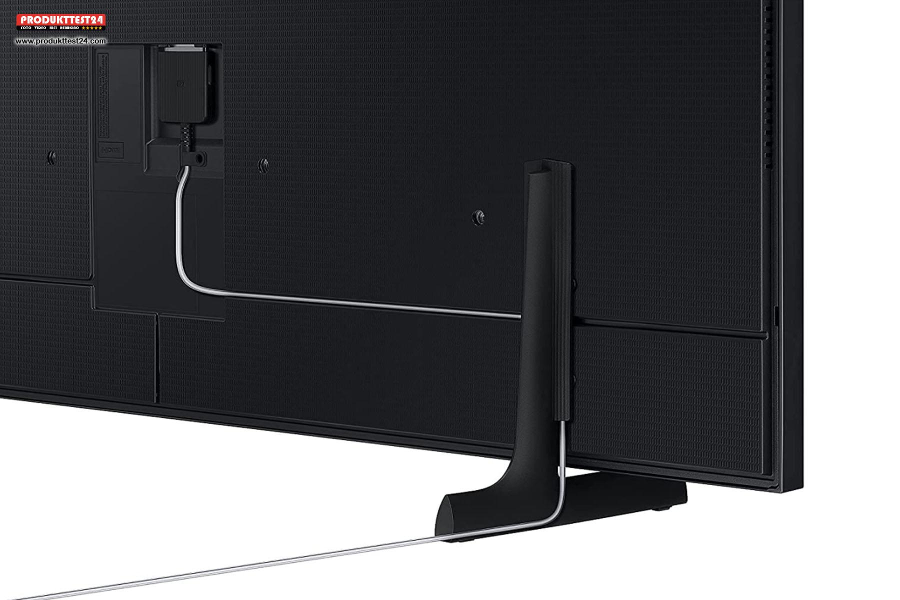 Die One-Connect-Box ist mit einem dünnen Kabel mit dem Fernseher verbunden.